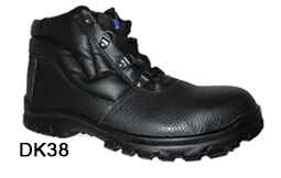 DK38 black leather safety Chukka boot